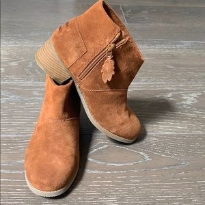 🆕 TOM'S Big Girls Suede Ankle Booties